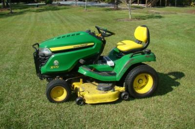 JOHN DEERE Model X570 Lawn Tractor/ Riding Mower, 48 inch Cutting, Excellent Condition, Ser # M145476, with 3 Boxes of JOHN DEERE Replacement Blades