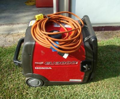 HONDA 3000 Watt Generator Model EC3000i, starts & runs excellent