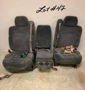 TOYOTA Cloth Front and Back Bench Seats; Two Front Bucket Seats with Front Center Console/Seat, and One Bench Seat for the Back In Good Condition