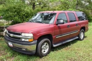2005 CHEVROLET Suburban with 5.3 VORTEC Engine, 2 WD, Leather Seats, Mileage showing 306,655 - Mobility Chair Lift/Carrier DOES NOT SELL with Suburban