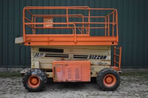 JLG SIZZOR LIFT, 4WD with 4 cylinder FORD Engine (dual fuel) with Remote Control & Extending Platform, good working order, job ready - Ser # C031387