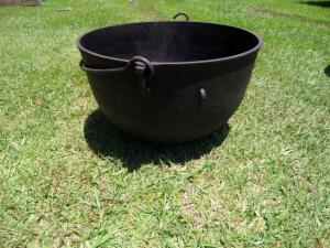 Cast Iron Cauldron Kettle with Rim Handle and 3 Legs Pot - Approx. 10 Gallons; Measures 20 in. Diameter x 13 in Tall; No Visible Cracks or Breaks