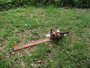 STIHL HS80 Double Sided Hedge Trimmer 33 in. Good Working Condition This gas-powered hedge trimmer boasts less weight and greater fuel efficiency