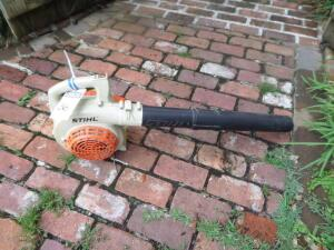 STIHL BG 55 Gas Handheld Leaf Blower - Fuel Capacity 13.5 OZ Only 9 lbs. Multiple speeds and translucent gas tank