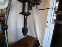 ROCKWELL DELTA 17 in. Floor Model Drill Press - Serial #: 1352916 DRILL TO THE CENTER OF A 17 in. DIAMETER/DRILLING CAPACITY: 7/8 in. IN C.I. - 25