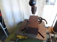 ROCKWELL DELTA 17 in. Floor Model Drill Press - Serial #: 1352916 DRILL TO THE CENTER OF A 17 in. DIAMETER/DRILLING CAPACITY: 7/8 in. IN C.I. - 26