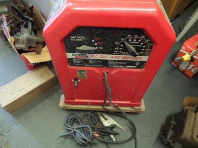 LINCOLN ELECTRIC AC/DC 225/125 Arc Welder - Input Current - 50A Output Current 40-225A AC Net Weight: 96 lbs. DIMENSIONS 24 in x 17.25 in x 12 in