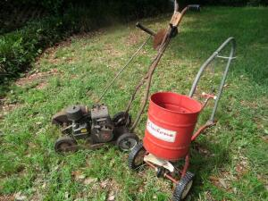 BRIGGS AND STRATTON Edger 40 hp & Vintage Cyclone Seeder Rotary Red Seed Spreader ~ tow behind Powerful 4.0 hp Briggs and Stratton engine